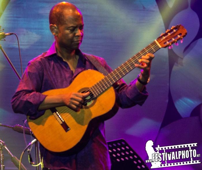 Resultado de imagen de Earl Klugh Live at Java Jazz Festival 2013
