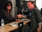Sweden-Rock-Festival-20130606 Signering-Med-Tommy-Thayer 8563
