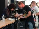 Sweden-Rock-Festival-20130606 Signering-Med-Tommy-Thayer 8566