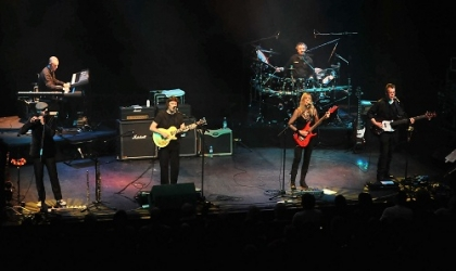 Review1530_Steve_Hackett_band_live_2_lo_res_by_LeeMillward