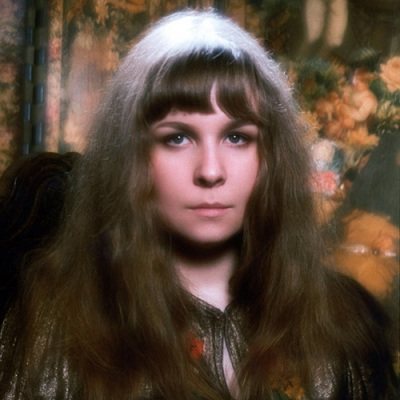 Review1589_Sandy_Denny_by_David_Bailey_1972_wiki