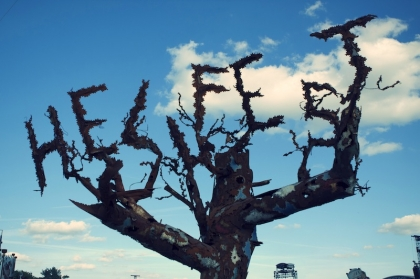 Review4132_HELLFEST_tree