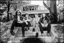 Review4295_Gringo_Star_-_The_Sides_And_In_Between._photo_credit:_Vincent_Monsain