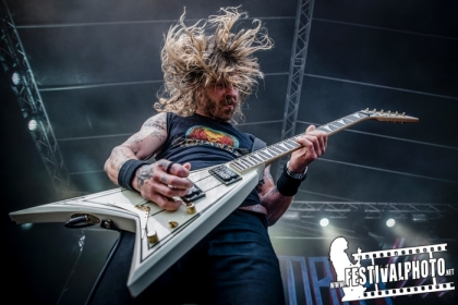 Review4312_Copenhell_Bombus